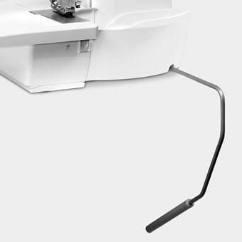 Bernina Free-hand-system (FHS) - optillen van de naaivoet met de kniehendel