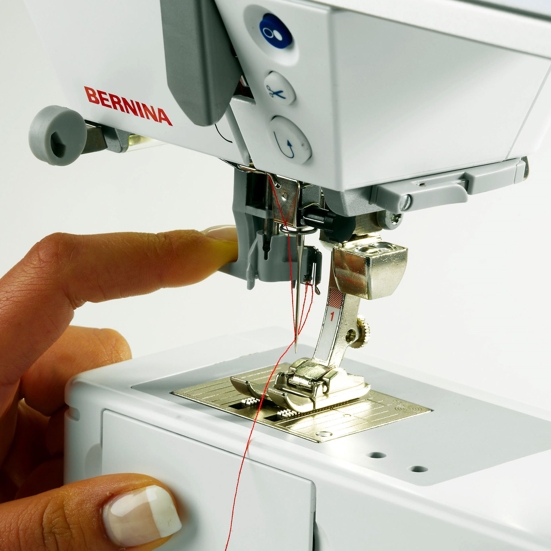 BERNINA 215 with built-in needle threader