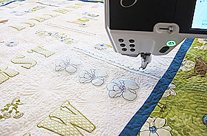 BERNINA 830  - Birds & Blooms Quilt